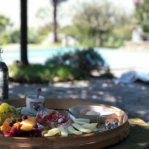 Déjeuner au bord de la piscine O Petit BOnheur