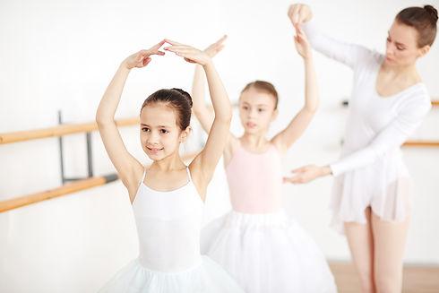 class-of-ballet-dancing.jpg