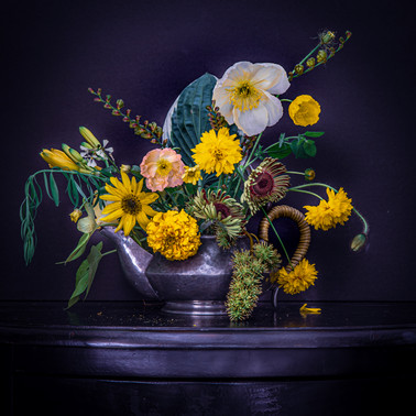 Bouquet of yellow flowers.