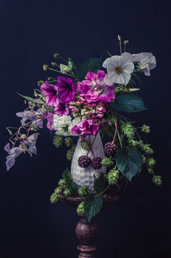 Bouquet with hops and dogwood berries.