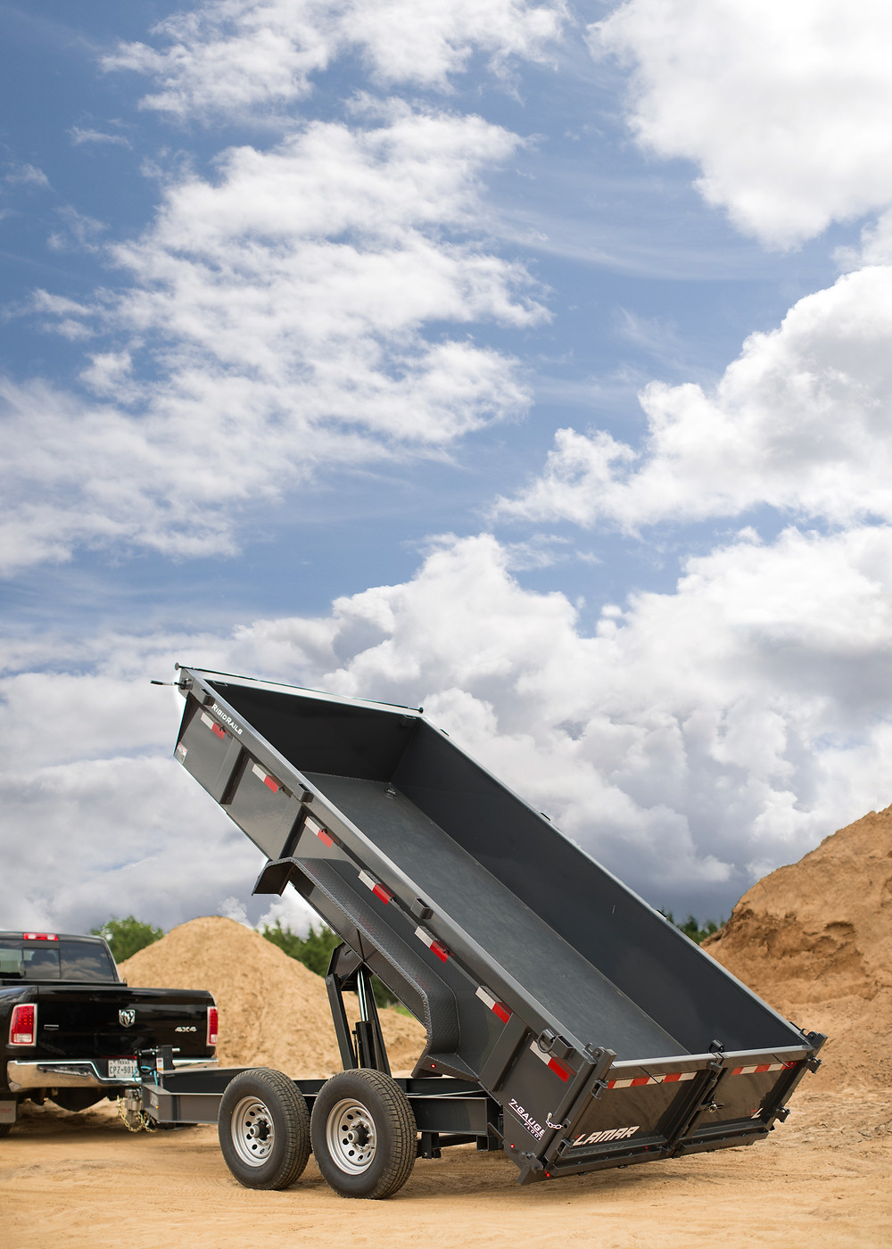 lamar dump trailer seamless floor