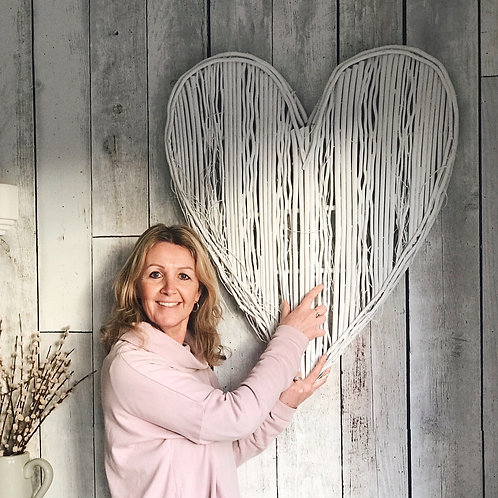 WHITE WILLOW WALL HEART