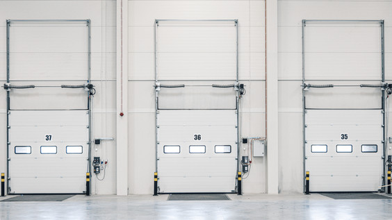 Three loading ramp doors at distribution