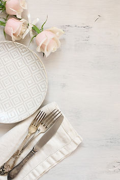 Light pastel colored tableware set_ plat