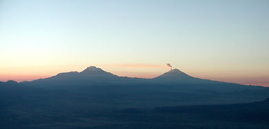sunrise-over-mexican-volcanos-1562902.jp