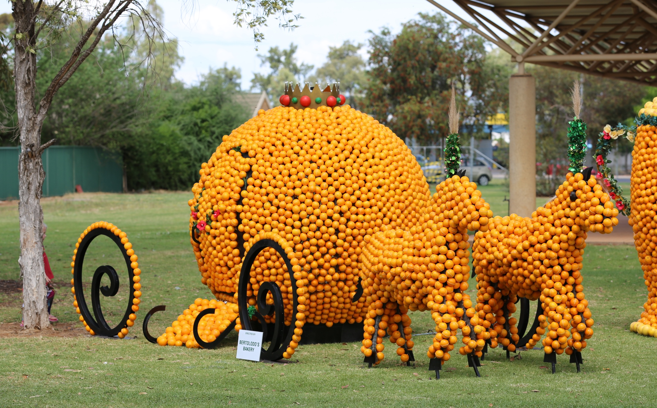 2015 Citrus Sculptures_Bertoldos Carriage