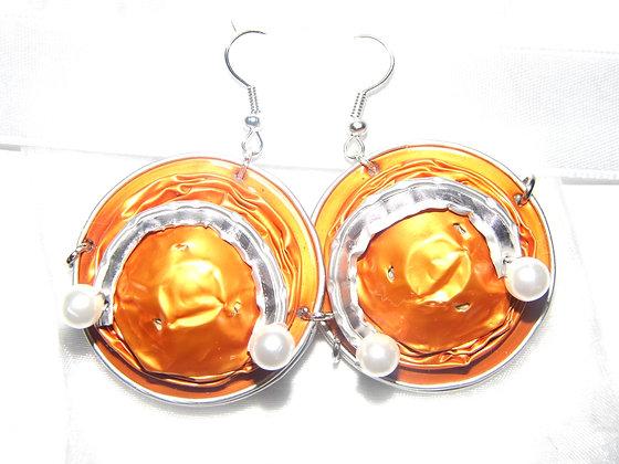 Orange-silberne Ohrringe mit Perlen