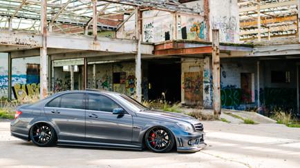 MFD_Auto_Air_Bagged_Mercedes_C63_low-1.J