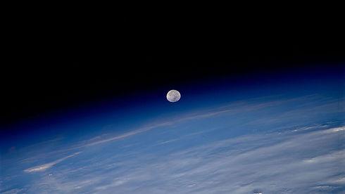 01-edge-of-space-sts080-759-038_orig.jpg