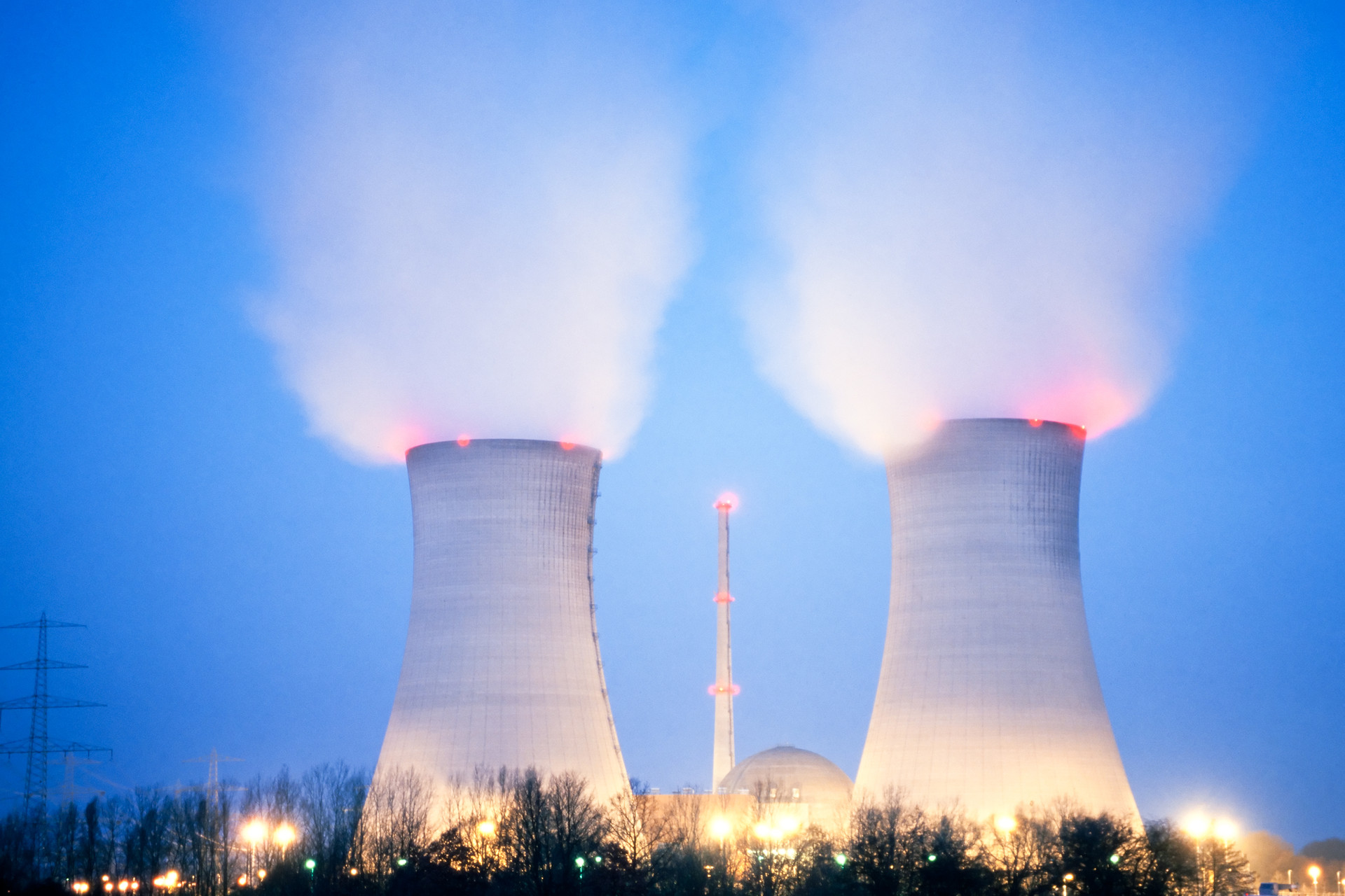 nuclear-power-plant-past-sundown-U4LTD2E