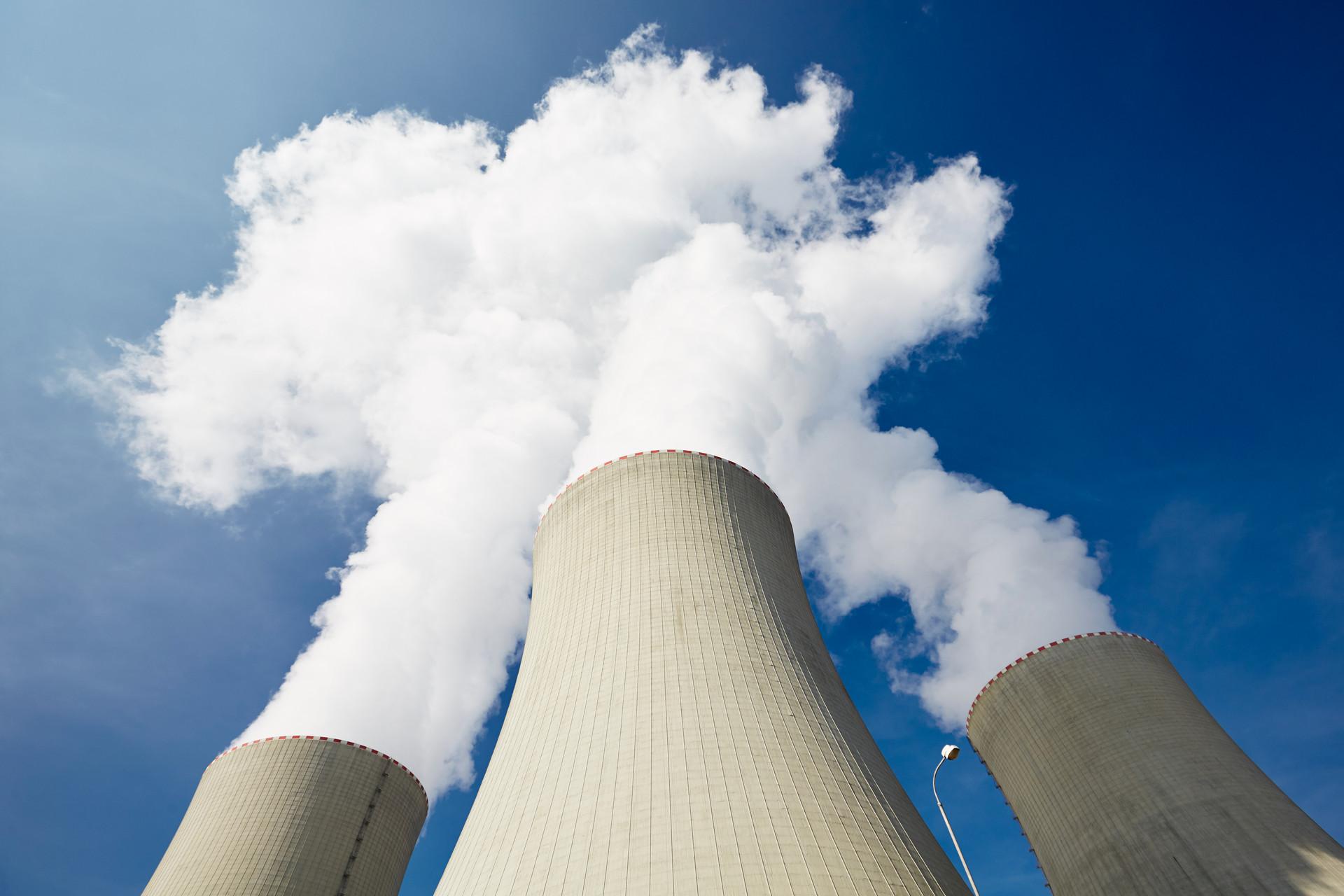 nuclear-power-plant-P8NXX28.jpg