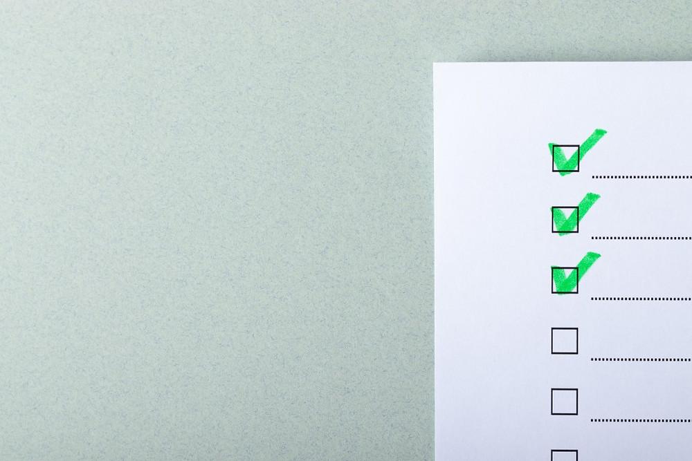 Tu es prête et prêt pour rédiger une to-do list ! Avec tes objectifs en tête et dans de bonnes conditions de travail, commence à coucher sur papier les tâches à faire.