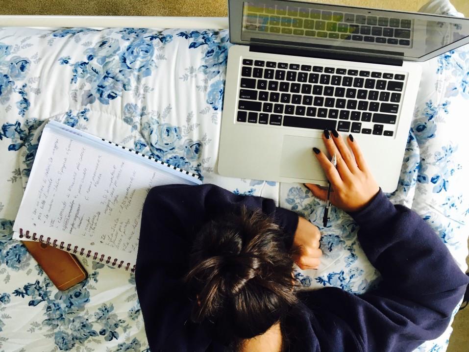 Un espace d'étude approprié, propre et bien rangé, est essentiel pour déclencher ta motivation. Ton environnement de travail doit être confortable et propice à la concentration.