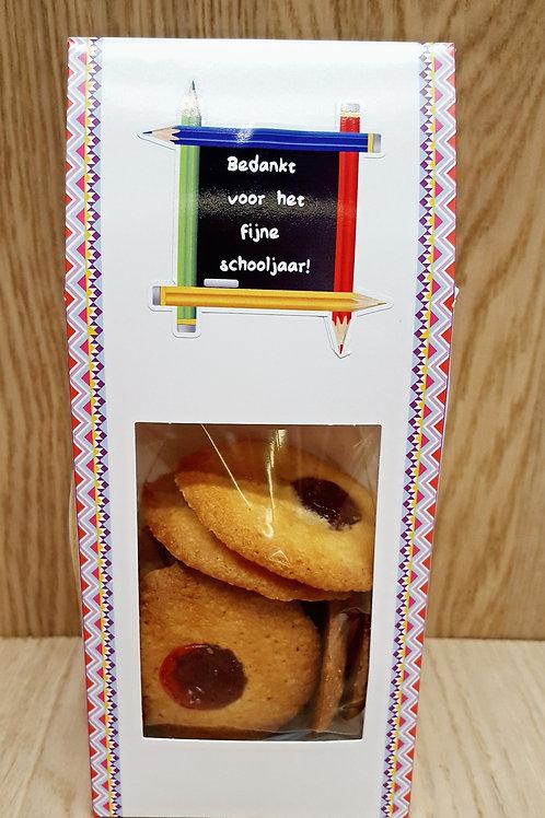 Karton zakje gevuld met koekjes
