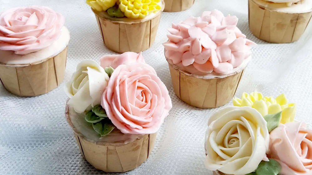 Korean Glossy Buttercream Floral Cakes by Nanatang Studio