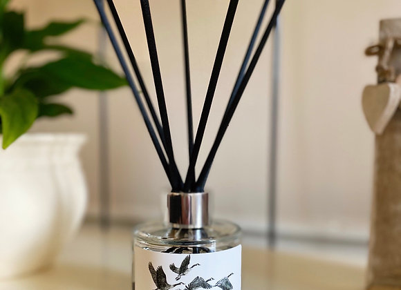 'FLY AWAY HOME' REED DIFFUSER IN HONEYED PEACH & LEMON