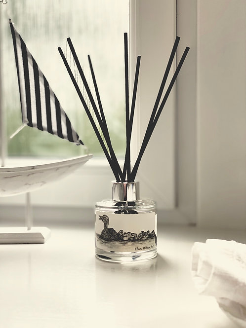 'JUST KEEP SWIMMING' REED DIFFUSER IN SANDALWOOD & ORANGE BLOSSOM