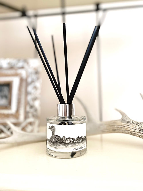 'JUST KEEP SWIMMING' REED DIFFUSER IN HONEYED PEACH & LEMON