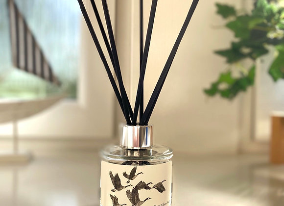 'FLY AWAY HOME' REED DIFFUSER IN AMBER & FRESH JASMINE