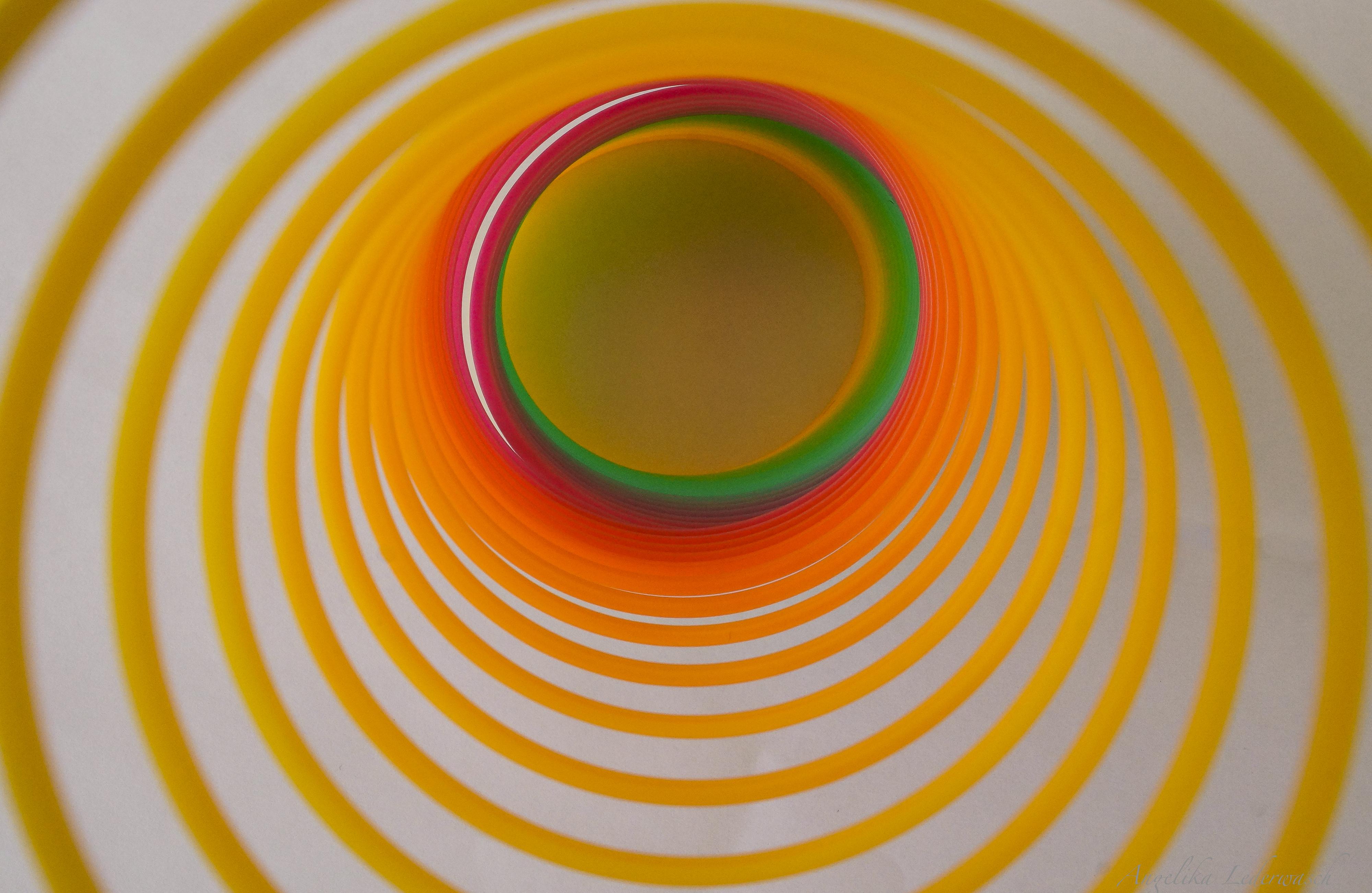 Regenbogenspiral-Tunnel