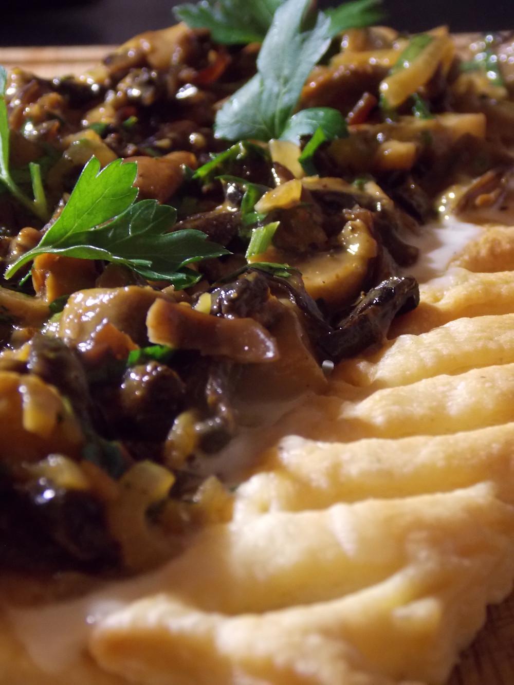 Tarte feuilletée aux champignons et aux noix