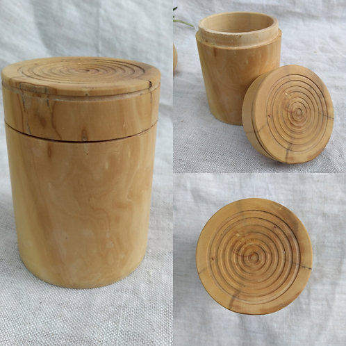 Large boxwood pot