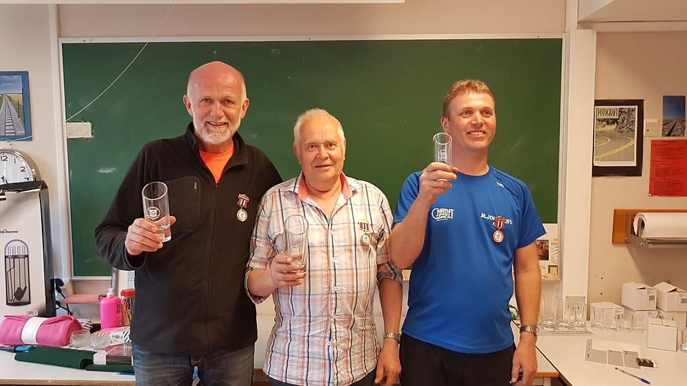 Tollef, Arnfinn og Stein Ove tok dei tre første plassane i NM X kast.