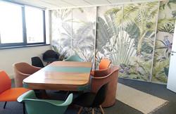 Vue d'ensemble de la salle de réunion d'après-projet