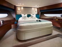 88-motor-yacht-interior-forward-cabin-am