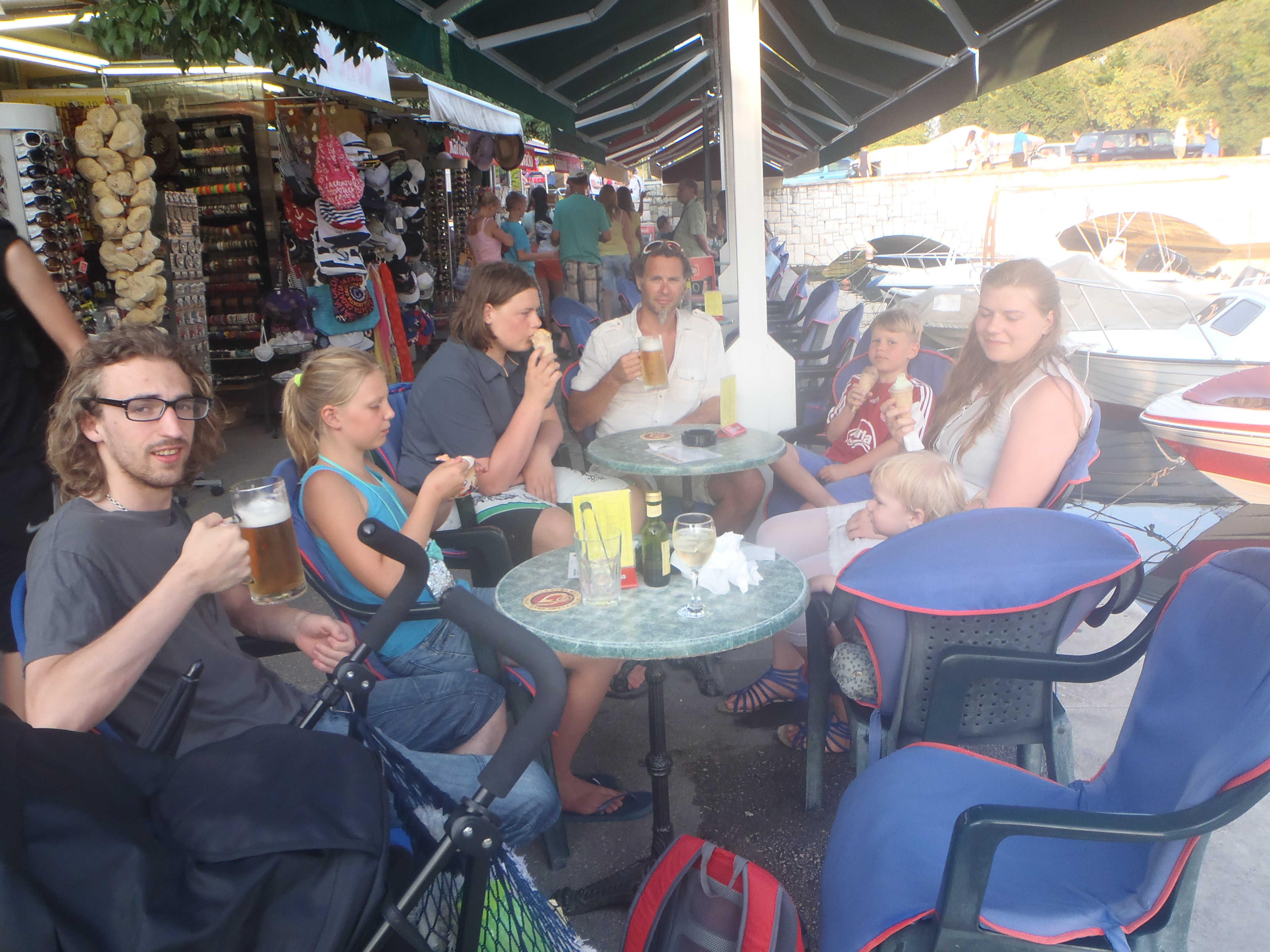 Billig is og øl i Trogir