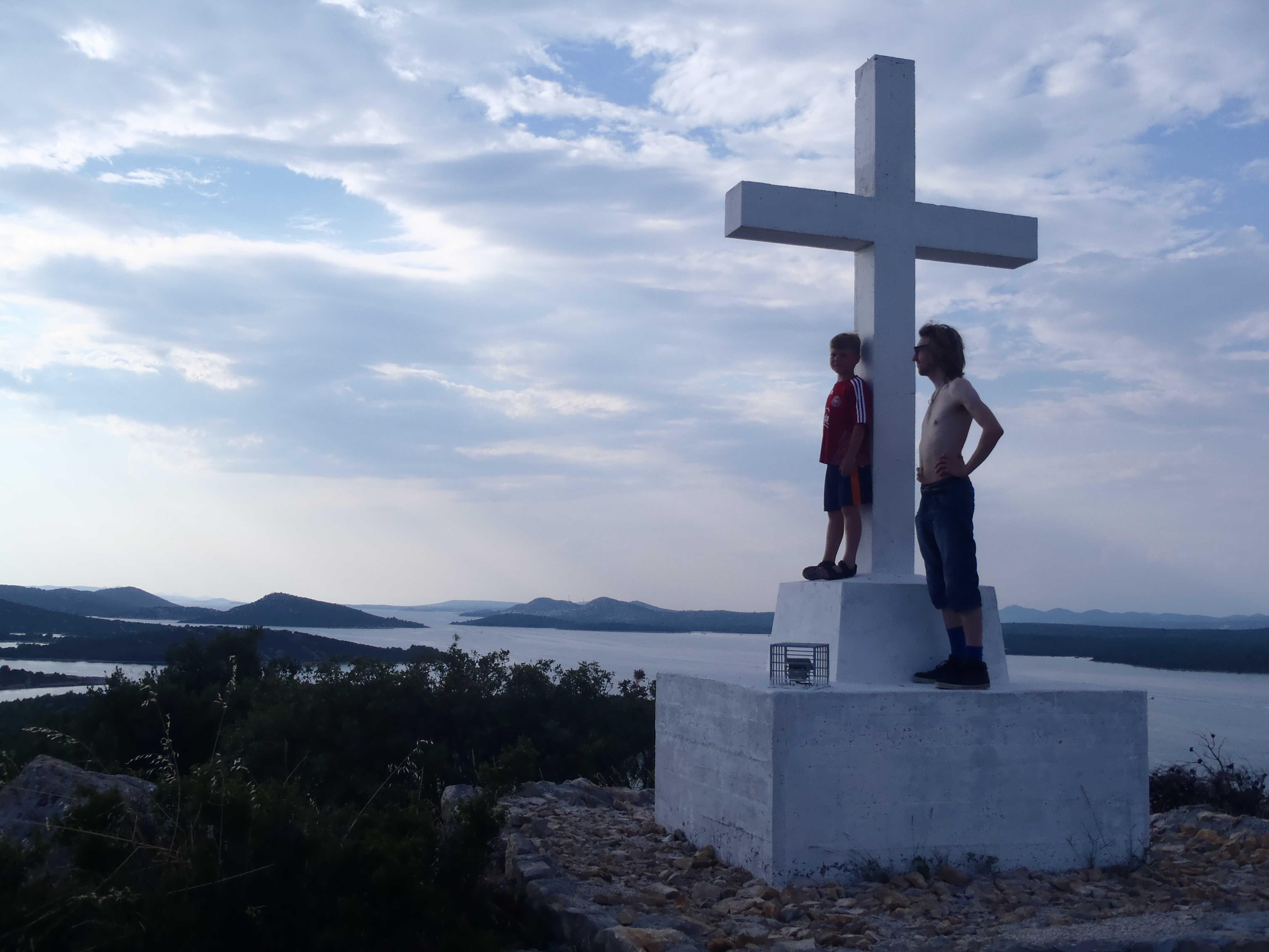To raske drenge på toppen af Murter