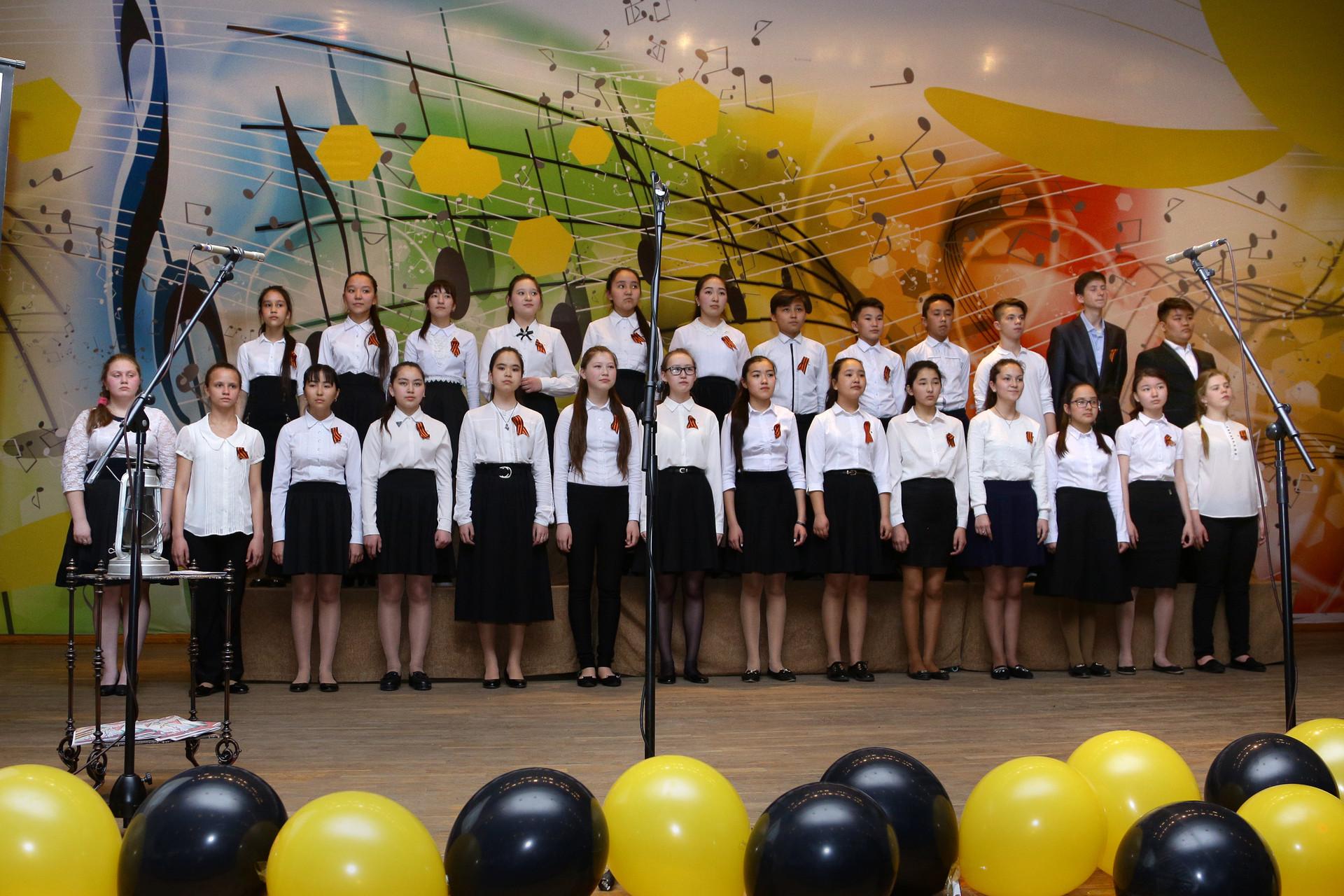 "Старший хор школы-практики ""Камертон"" (рук. А.А.Дузкенова)"