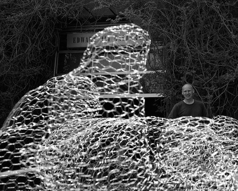 Christian Bernard Singer Mounded Veils, 2015 Installation for the courtyard shared by the Edward Day Gallery and the Museum of Contemporary Canadian Art (MOCCA) Chicken wire Dimensions variable Photo: Paul Delaney