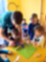 Zájmové kroužky v naší školce na Praze 5 jsou pestré a zajímavé. Děti objeví spoustu nových věcí.