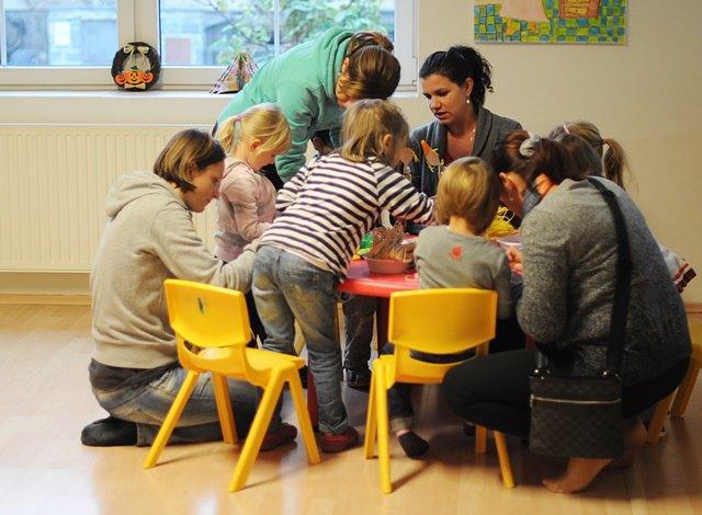 Rodiči zapáleni do vyrábění s dětmi