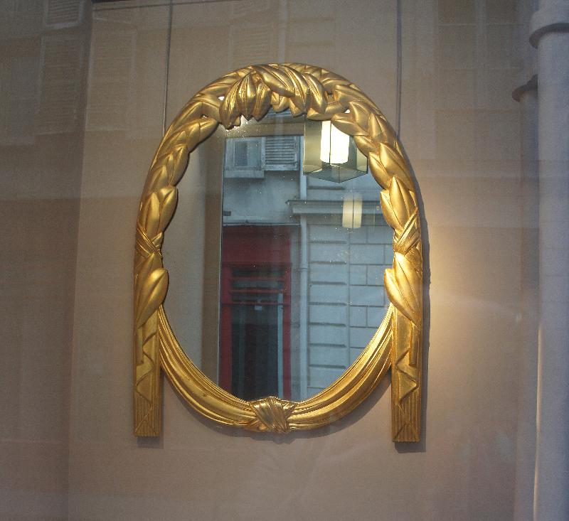 Moldura com reflexo de portas e janelas!_edited.JPG