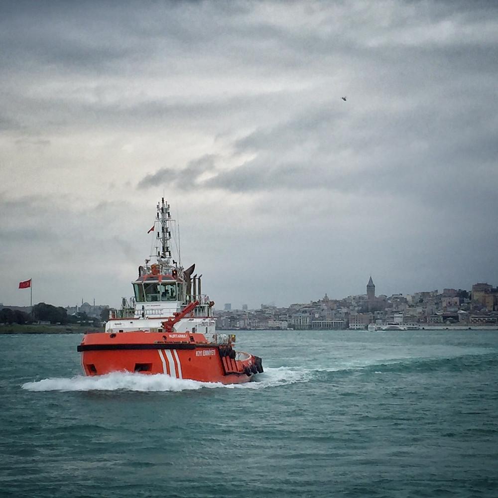 a tug powers across the Bosphorus