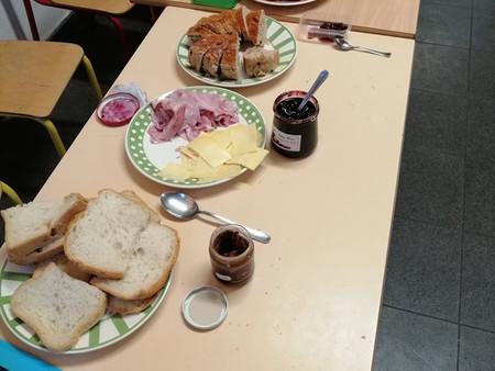 Petit déjeuner chez les maternelles