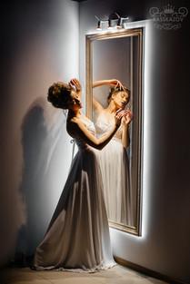 зеркало в раме со светодиодной подсветкой