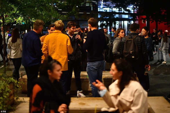 Drinkers hit bars and pubs across the country for one more weekend of freedom