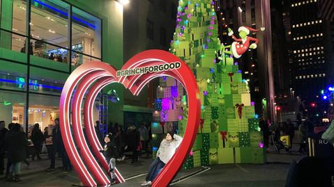 Amazon - The Grinch At Rockefeller Center