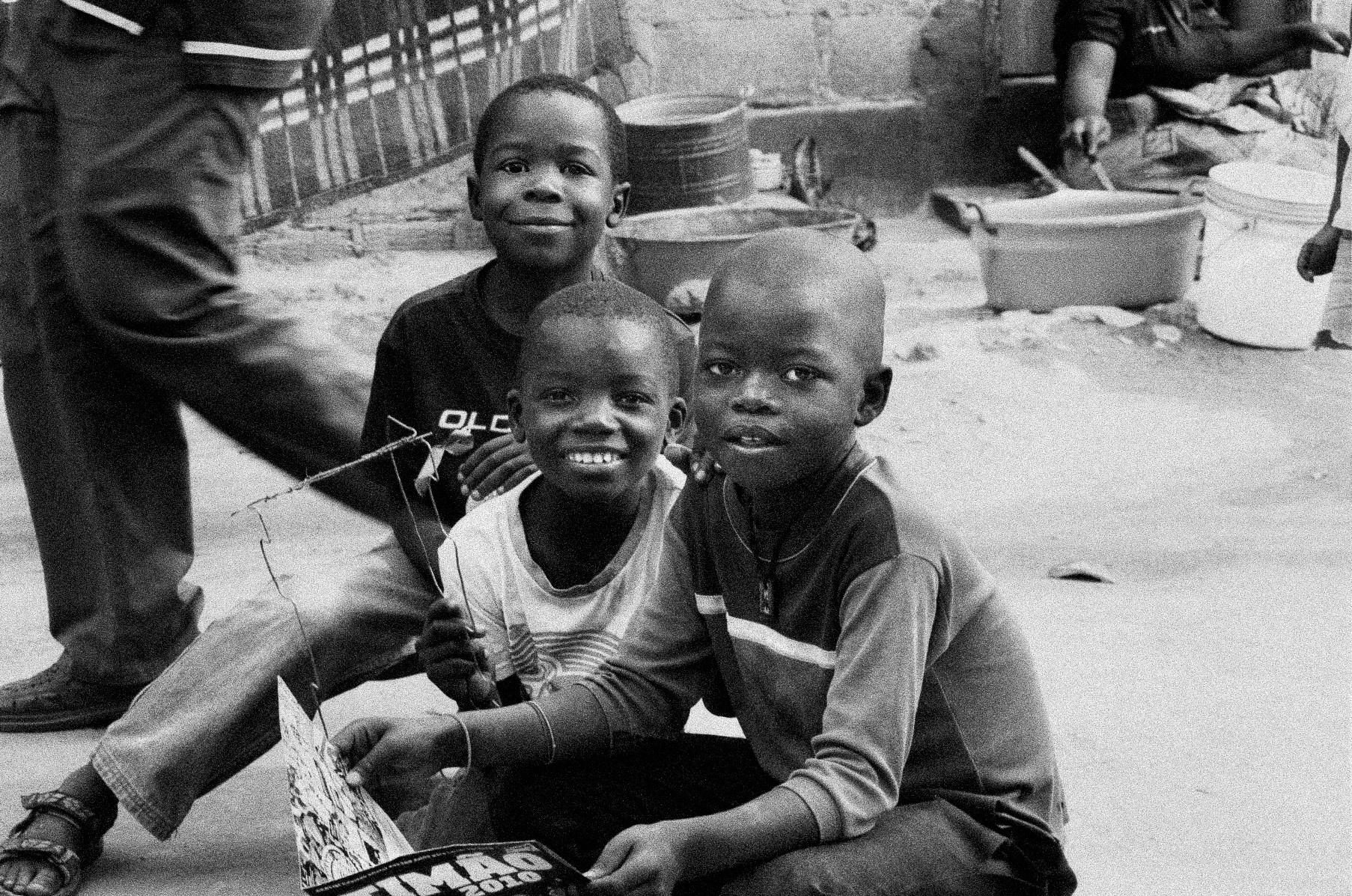 8_meninos sorrindo.JPG
