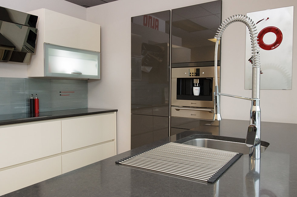 Modern White Kitchen Glass Accents With Alno Satina