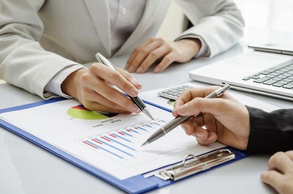 financial-advisor-1.jpg