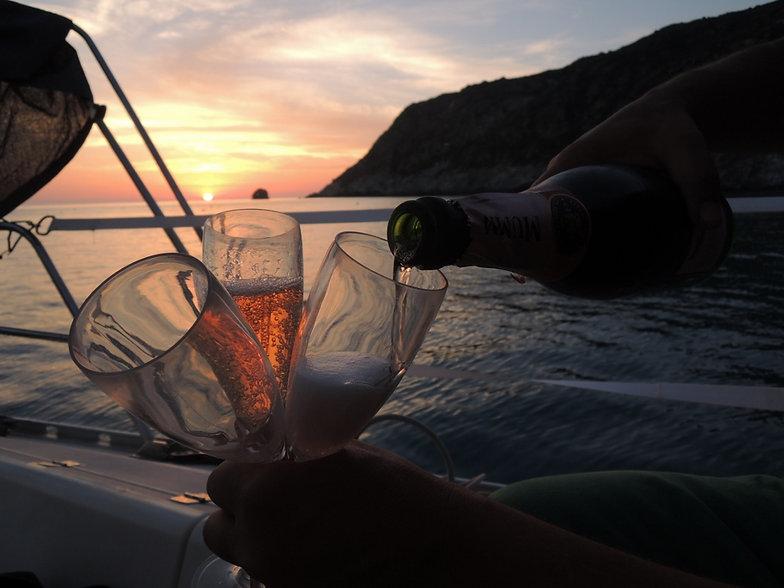 Croisières à la voile en Corse avec shaka sailing. sorties en mer à la journée sur notre voilier Feliz