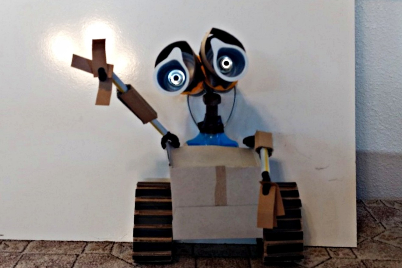 WALL-E TEACHES REDUCE-REUSE-RECYCLE