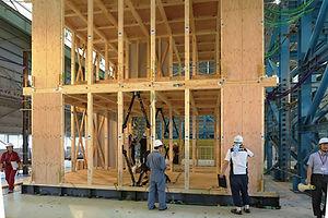 建物の変形を最大70%軽減 何度も繰り返す余震にも効果