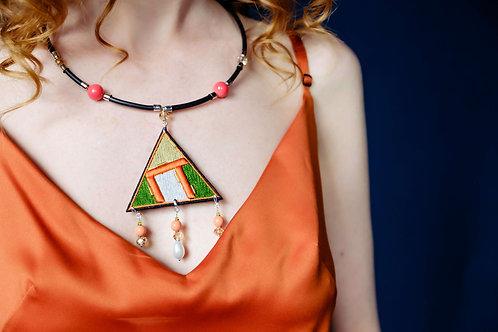 Колье Geometry.coral треугольник