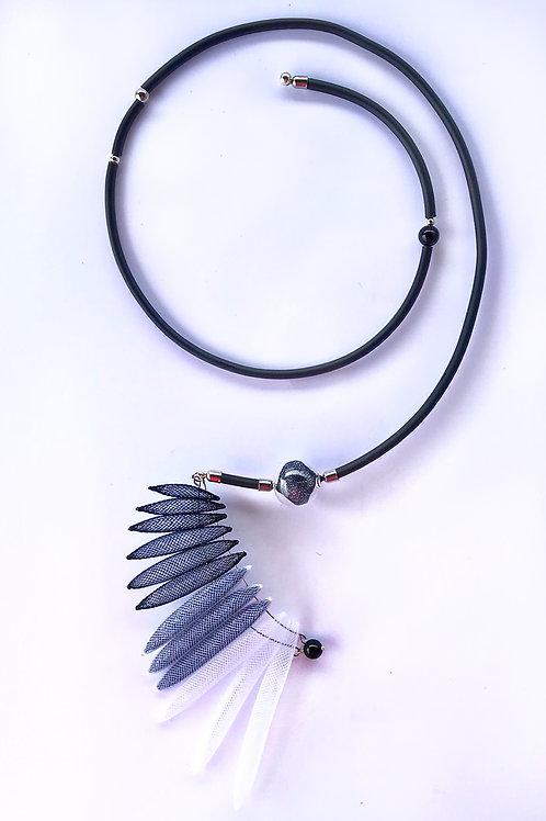 Колье «Крыло райской птички» чёрный цвет