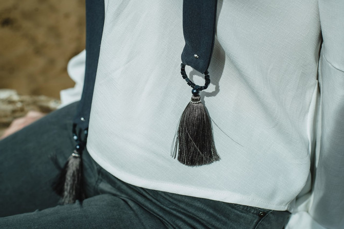Тренды лета: шарф-скинни с кисточками